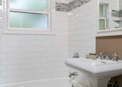 Contemporary-Bathroom-Full-Subway-Tile-Shower-Bath-Accent-Tile-Strip-Combination-Pedistal-Sink