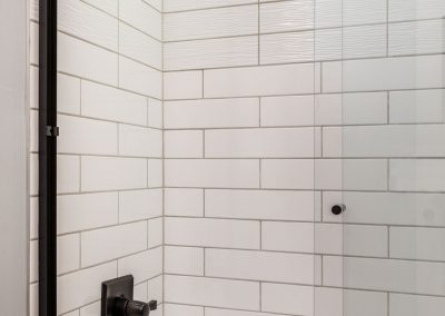 Two-Tone-Subway-Tile-Shower-Bathtub-Combination
