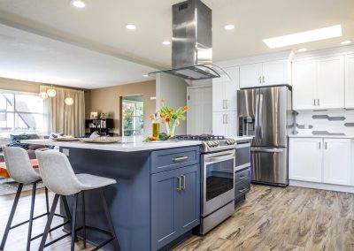 Transitional SW Portland Kitchen Wood Floors Island Range Island Mirowave